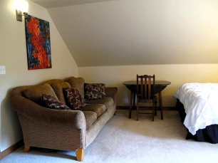 slocan-valley-accomodations-guesthouse-bedroom-2